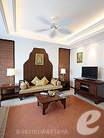 パタヤ ジョムティエンビーチのホテル : ラビンドラ ビーチ リゾート & スパ(Ravindra Beach Resort & Spa)のプール ヴィラ 1ベッド ルームルームの設備 Living Room
