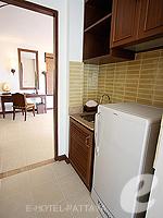 パタヤ ジョムティエンビーチのホテル : ラビンドラ ビーチ リゾート & スパ(Ravindra Beach Resort & Spa)のプール ヴィラ 1ベッド ルームルームの設備 Pantry Area