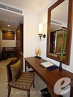パタヤ ジョムティエンビーチのホテル : ラビンドラ ビーチ リゾート & スパ(Ravindra Beach Resort & Spa)のプール ヴィラ 1ベッド ルームルームの設備 Writing Desk