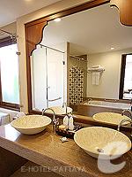 パタヤ ジョムティエンビーチのホテル : ラビンドラ ビーチ リゾート & スパ(Ravindra Beach Resort & Spa)のプール ヴィラ 1ベッド ルームルームの設備 Bathroom