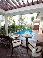 パタヤ ジョムティエンビーチのホテル : ラビンドラ ビーチ リゾート & スパ(Ravindra Beach Resort & Spa)のプール ヴィラ 2ベッドルームルームの設備 Terrace
