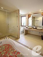 パタヤ ジョムティエンビーチのホテル : ラビンドラ ビーチ リゾート & スパ(Ravindra Beach Resort & Spa)のプール ヴィラ 2ベッドルームルームの設備 Bath Room