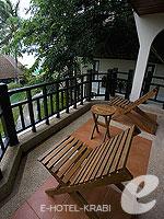 クラビ ランタ島のホテル : ラウィ ワリン リゾート & スパ(Rawi Warin Resort & Spa)のポンドルームの設備 Balcony