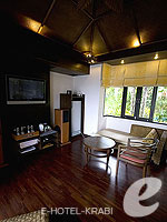クラビ ランタ島のホテル : ラウィ ワリン リゾート & スパ(Rawi Warin Resort & Spa)のサンセット プール ビラルームの設備 Living Area