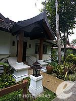 クラビ ランタ島のホテル : ラウィ ワリン リゾート & スパ(Rawi Warin Resort & Spa)のサンセット プール ビラルームの設備 Entrance