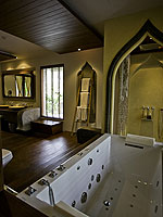 サムイ島 チョンモーンビーチのホテル : ロイヤル ムアン サムイ ヴィラ(Royal Muang Samui Villas)のグランド デラックス スイート ガーデンビュールームの設備 Bathroom