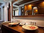 サムイ島 チョンモーンビーチのホテル : ロイヤル ムアン サムイ ヴィラ(Royal Muang Samui Villas)のプール ヴィラルームの設備 Bath Room