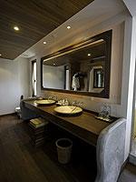 サムイ島 チョンモーンビーチのホテル : ロイヤル ムアン サムイ ヴィラ(Royal Muang Samui Villas)のプール ヴィラ オーシャンビュールームの設備 Bath Room