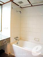プーケット プーケットタウンのホテル : ロイヤル プーケット シティ ホテル(Royal Phuket City Hotel)のデラックスルームの設備 Bathroom