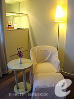 バンコク 王宮・カオサン周辺のホテル : ロイヤル プリンセス ラーン ルアン バンコク(Royal Princess Larn Luang Bangkok)のスーペリアルームの設備 Relax Chair