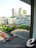バンコク 王宮・カオサン周辺のホテル : ロイヤル プリンセス ラーン ルアン バンコク(Royal Princess Larn Luang Bangkok)のスーペリアルームの設備 View from Window
