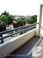 バンコク 王宮・カオサン周辺のホテル : ロイヤル プリンセス ラーン ルアン バンコク(Royal Princess Larn Luang Bangkok)のデラックスルームの設備 Balcony