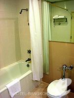 バンコク 王宮・カオサン周辺のホテル : ロイヤル プリンセス ラーン ルアン バンコク(Royal Princess Larn Luang Bangkok)のデラックスルームの設備 Bath Room