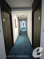 Corridor : S Sukhumvit Suites Hotel, Couple & Honeymoon, Phuket