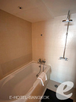 バンコク スクンビットのホテル : S15 スクンビット ホテル(S15 Sukhumvit Hotel)のデラックス(ダブル/ツイン)ルームの設備 Bathroom