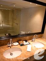 バンコク スクンビットのホテル : S15 スクンビット ホテル(S15 Sukhumvit Hotel)のジュニアスイート(シングル)ルームの設備 Bathroom