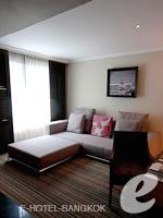 バンコク スクンビットのホテル : S15 スクンビット ホテル(S15 Sukhumvit Hotel)のビジネス スイート(ダブル)ルームの設備 Writing Desk