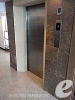 バンコク BTSアソーク駅のホテル : サチャズ ホテル ウノ 「Lift」