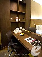 バンコク スクンビットのホテル : サチャズ ホテル ウノ(Sacha's Hotel Uno)のスタンダードルームの設備 Writing Desk