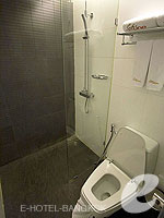 バンコク スクンビットのホテル : サチャズ ホテル ウノ(Sacha's Hotel Uno)のスタンダードルームの設備 Bathroom