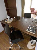 バンコク スクンビットのホテル : サチャズ ホテル ウノ(Sacha's Hotel Uno)のスーペリア ダブルルームの設備 Writing Desk