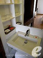 バンコク スクンビットのホテル : サチャズ ホテル ウノ(Sacha's Hotel Uno)のスーペリア ダブルルームの設備 Bathroom