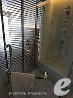 バンコク スクンビットのホテル : サチャズ ホテル ウノ(Sacha's Hotel Uno)のデラックス(ダブル)ルームの設備 Bathroom