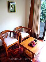 プーケット オーシャンビューのホテル : サファリ ビーチ ホテル(Safari Beach Hotel)のコンテンポラリー タイ デラックスルームの設備 Sitting Area