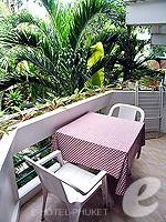 プーケット オーシャンビューのホテル : サファリ ビーチ ホテル(Safari Beach Hotel)のコンテンポラリー タイ デラックスルームの設備 Balcony