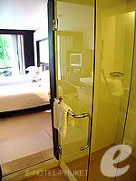 プーケット オーシャンビューのホテル : サファリ ビーチ ホテル(Safari Beach Hotel)のサファリデラックスルームの設備 Bathroom