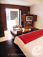 プーケット オーシャンビューのホテル : サファリ ビーチ ホテル(Safari Beach Hotel)のビーチウィングデラックスルームの設備 Bedroom
