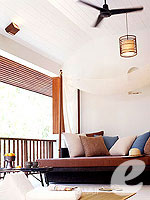 サムイ島 チョンモーンビーチのホテル : サラ サムイ チョンモンビーチ リゾート(SALA Samui Choengmon Beach Resort)のデラックス バルコニールームの設備 Bedroom