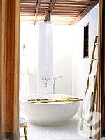 サムイ島 フィットネスありのホテル : サラ サムイ チョンモンビーチ リゾート(SALA Samui Choengmon Beach Resort)のデラックス バルコニールームの設備 Bath Room