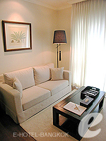 バンコク ファミリー&グループのホテル : サラデーン コロネード(Saladaeng Colonnade)のスタジオルームの設備 Living Area