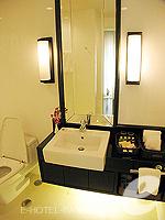 バンコク ファミリー&グループのホテル : サラデーン コロネード(Saladaeng Colonnade)のスタジオルームの設備 Bathroom