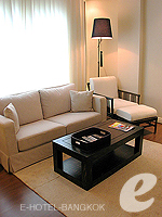 バンコク ファミリー&グループのホテル : サラデーン コロネード(Saladaeng Colonnade)のデラックス(1ベッドルーム)ルームの設備 Living Area
