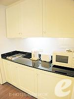 バンコク ファミリー&グループのホテル : サラデーン コロネード(Saladaeng Colonnade)のデラックス(1ベッドルーム)ルームの設備 Kitchen