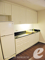 Kitchen : Deluxe (1 Bed Room) at Saladaeng Colonnade, Silom Sathorn, Bangkok