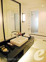 バンコク ファミリー&グループのホテル : サラデーン コロネード(Saladaeng Colonnade)のデラックス(1ベッドルーム)ルームの設備 Bahroom