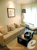 バンコク シーロム・サトーン周辺のホテル : サラデーン コロネード(Saladaeng Colonnade)のデラックス 2ベッドルームルームの設備 Living Area