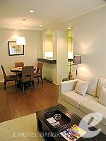 バンコク ファミリー&グループのホテル : サラデーン コロネード(Saladaeng Colonnade)のデラックス 2ベッドルームルームの設備 Living Area