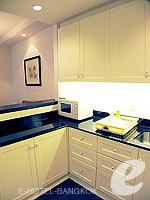 Kitchen : 2 Bed Room Deluxe at Saladaeng Colonnade, Silom Sathorn, Bangkok