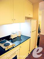 バンコク ファミリー&グループのホテル : サラデーン コロネード(Saladaeng Colonnade)のデラックス 2ベッドルームルームの設備 Kitchen