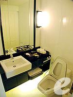 バンコク ファミリー&グループのホテル : サラデーン コロネード(Saladaeng Colonnade)のデラックス 2ベッドルームルームの設備 Bathroom