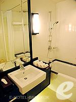 バンコク シーロム・サトーン周辺のホテル : サラデーン コロネード(Saladaeng Colonnade)のデラックス 2ベッドルームルームの設備 Bathroom