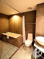 パタヤ ノースパタヤのホテル : サンダレー リゾート(Sandalay Resort)の デラックス ルームルームの設備 Bathroom
