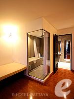 パタヤ ノースパタヤのホテル : サンダレー リゾート(Sandalay Resort)のデラックス プラスルームの設備 Bathroom