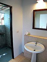 サムイ島 プライベートビーチありのホテル : サリカンタン リゾート & スパ(Sarikantang Resort & Spa)のスーペリアルームの設備 Bathroom
