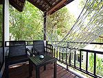 サムイ島 プライベートビーチありのホテル : サリカンタン リゾート & スパ(Sarikantang Resort & Spa)のデラックスルームの設備 Balcony