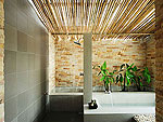 サムイ島 プライベートビーチありのホテル : サリカンタン リゾート & スパ(Sarikantang Resort & Spa)のビーチフロント スイートルームの設備 Bathroom